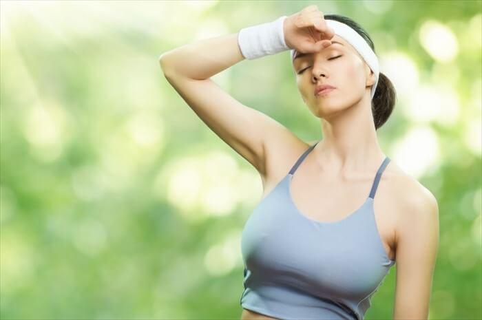 汗をかいているのに乾燥?夏なのにお肌が乾燥する原因と3つの対策