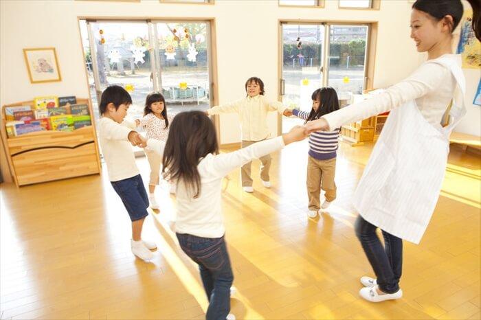 子供は何歳から集団行動ができるの?