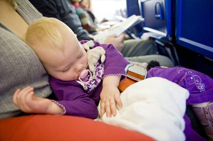 何歳から飛行機に乗れる?