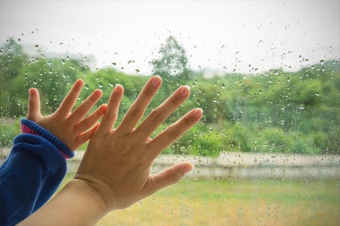 雨の日は子供と何する?雨の日の過ごし方や家遊び